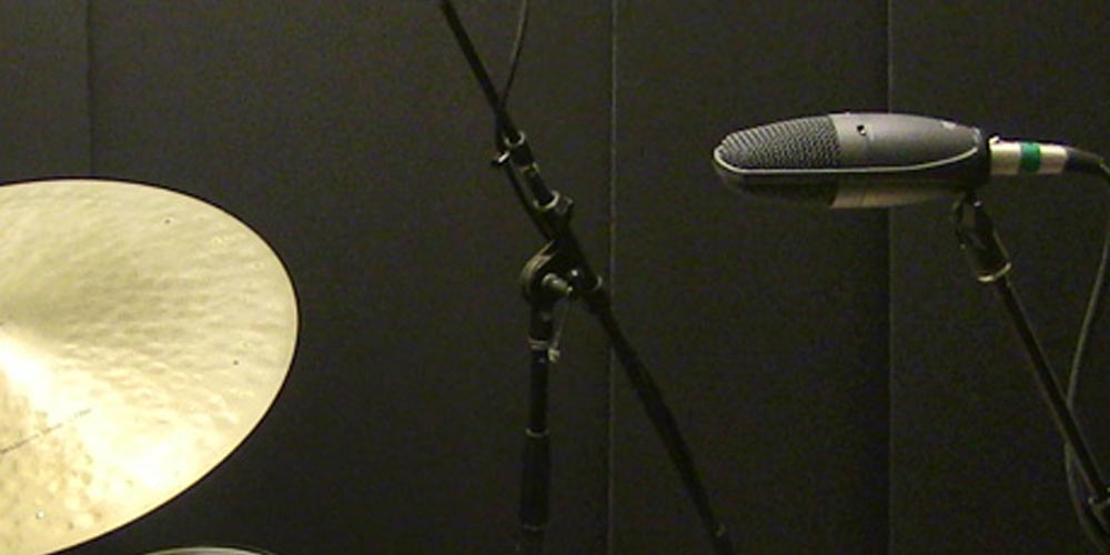 Five Easy Pieces: Miking Drums with a Shure SM27