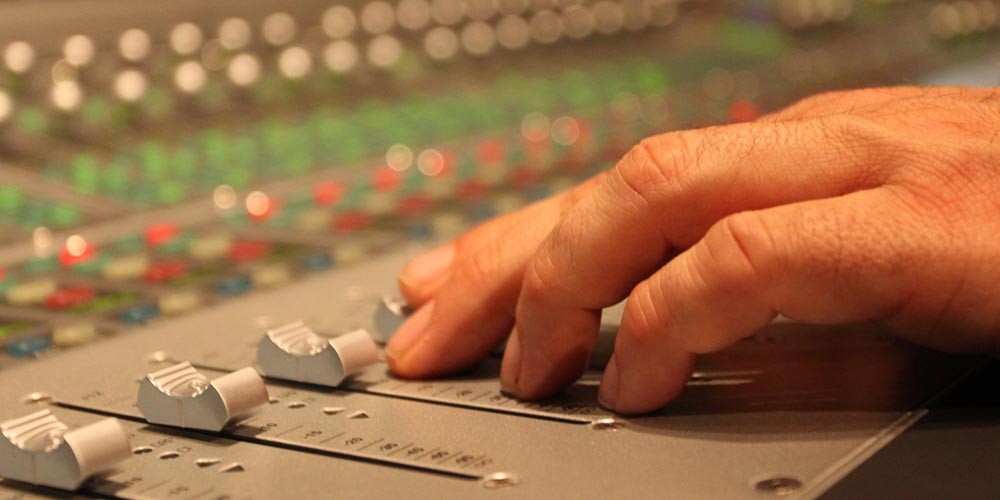 Five Tips for Emerging Sound Engineers from Engineer/Producer Drew Bang
