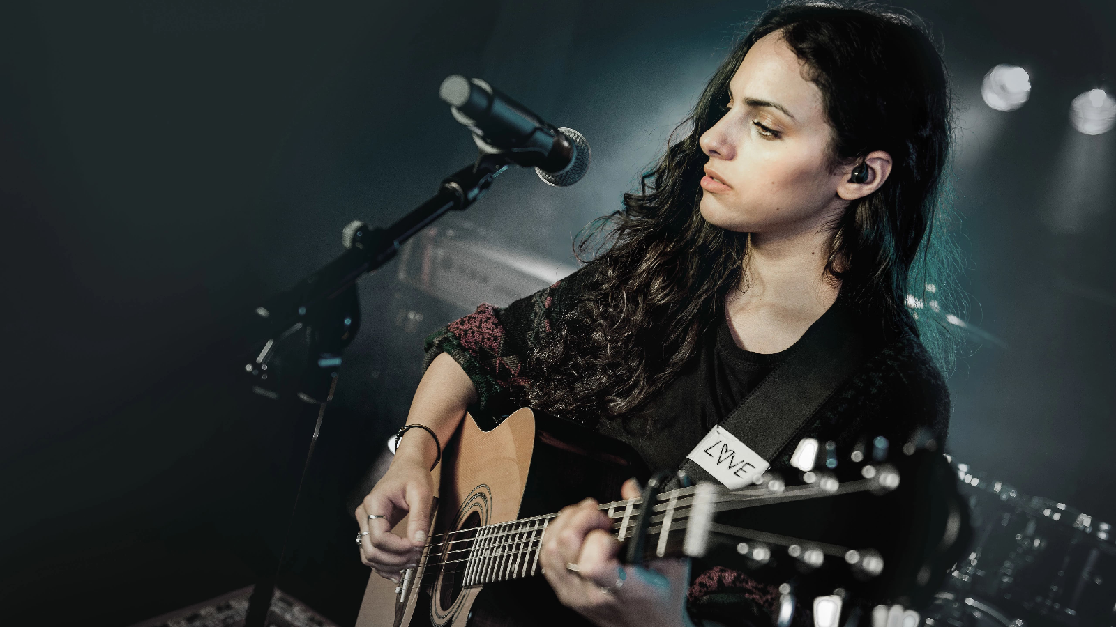 How to Choose the Best Mics for the Guitar at Worship