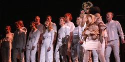 """Björk inszeniert schillerndes Theater-Ereignis """"Cornucopia"""" mit Shure TwinPlex"""