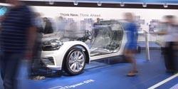 BMW I VW CZERPIĄ KORZYŚCI Z BEZPROBLEMOWEJ BEZPRZEWODOWEJ KOMUNIKACJI PODCZAS IAA