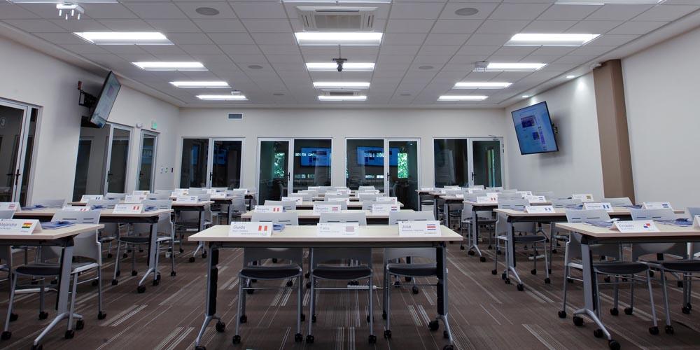 INCAE Business School verandert collegezalen dankzij Shure MXA910 in hypermoderne ruimtes