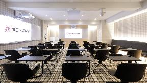 【専門学校】神田外語学院様   オンライン授業でも教室にいるかのような没入感を実現した未来型の教室   Microflex Advance MXA910、IntelliMix P300