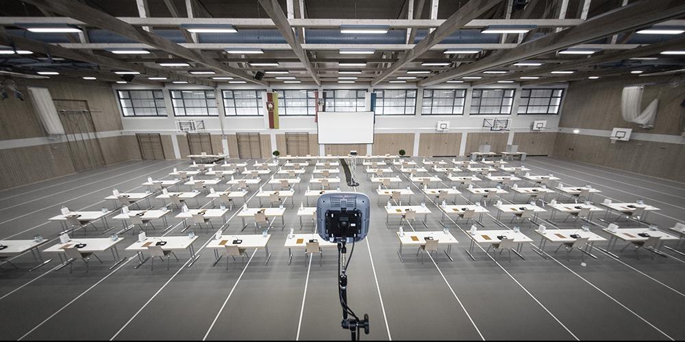 La politique dans le gymnase – La technologie de conférence sans fil Microflex® Complete Wireless pour la réunion du conseil de district de Bad Kissingen