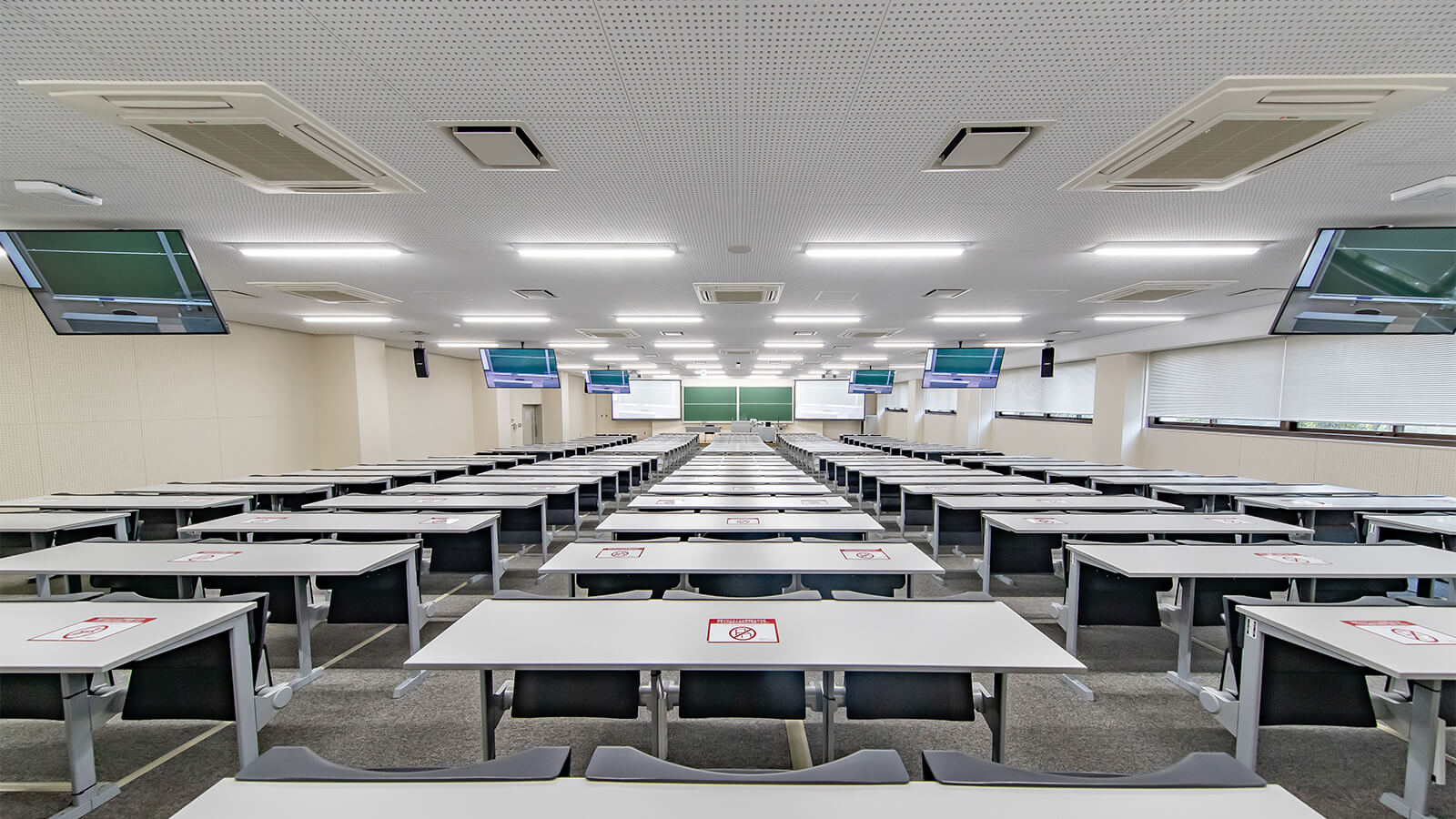 【大学】立命館大学様 | コロナ禍で急きょ迫られた遠隔授業対応 実質工程30日で約600教室の環境を構築 | MOTIV MVi、P300