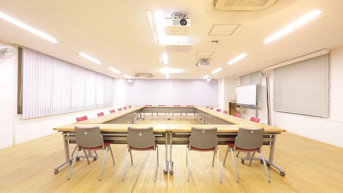 【事業所】 生活協同組合パルシステム神奈川様 | シーリング・アレイ・マイクロホンで実現したスマートなWeb会議システム | MXA910W-60CM