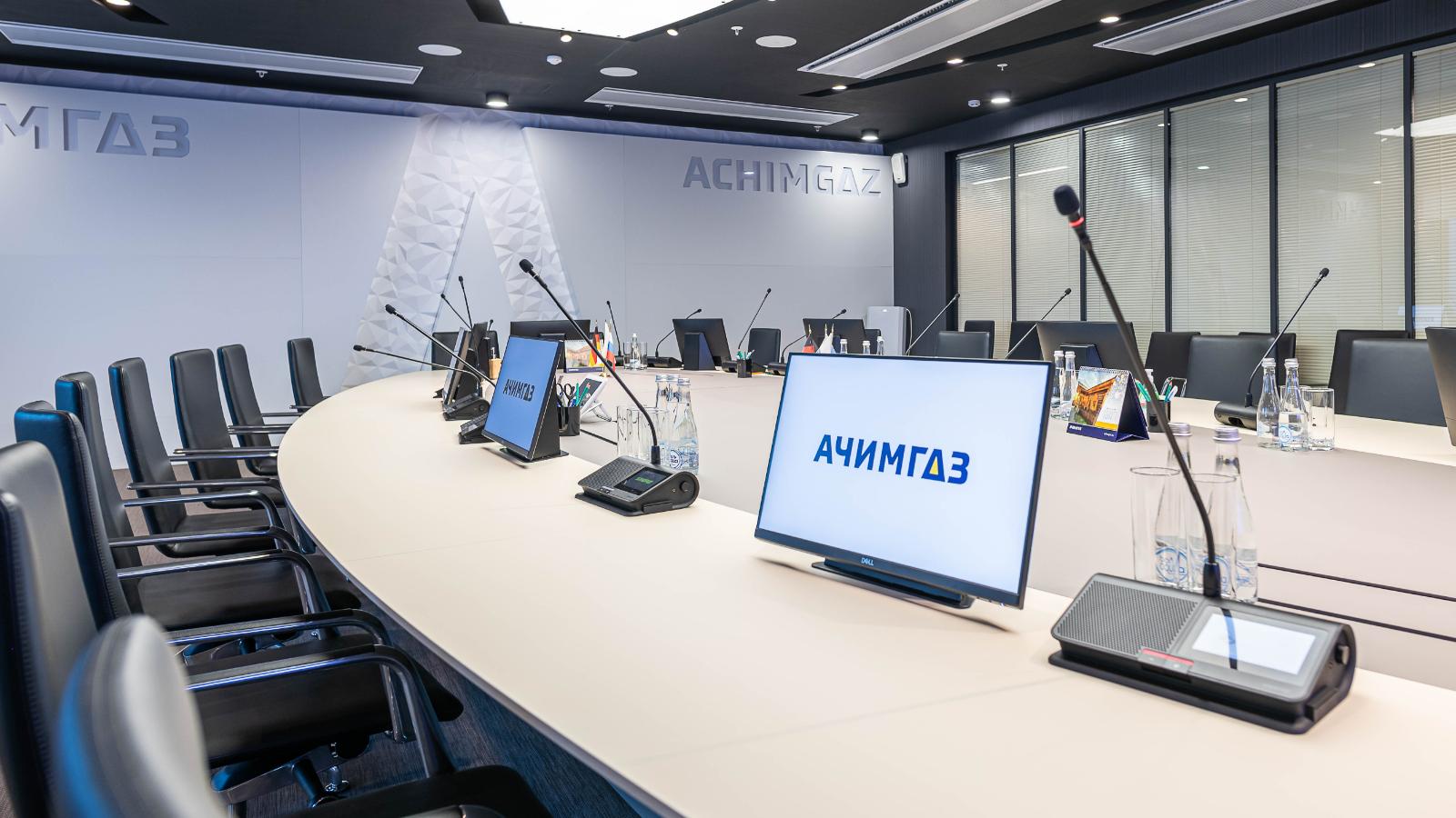 Shure proporciona una alta calidad en las conferencias del edificio AO Achimgaz