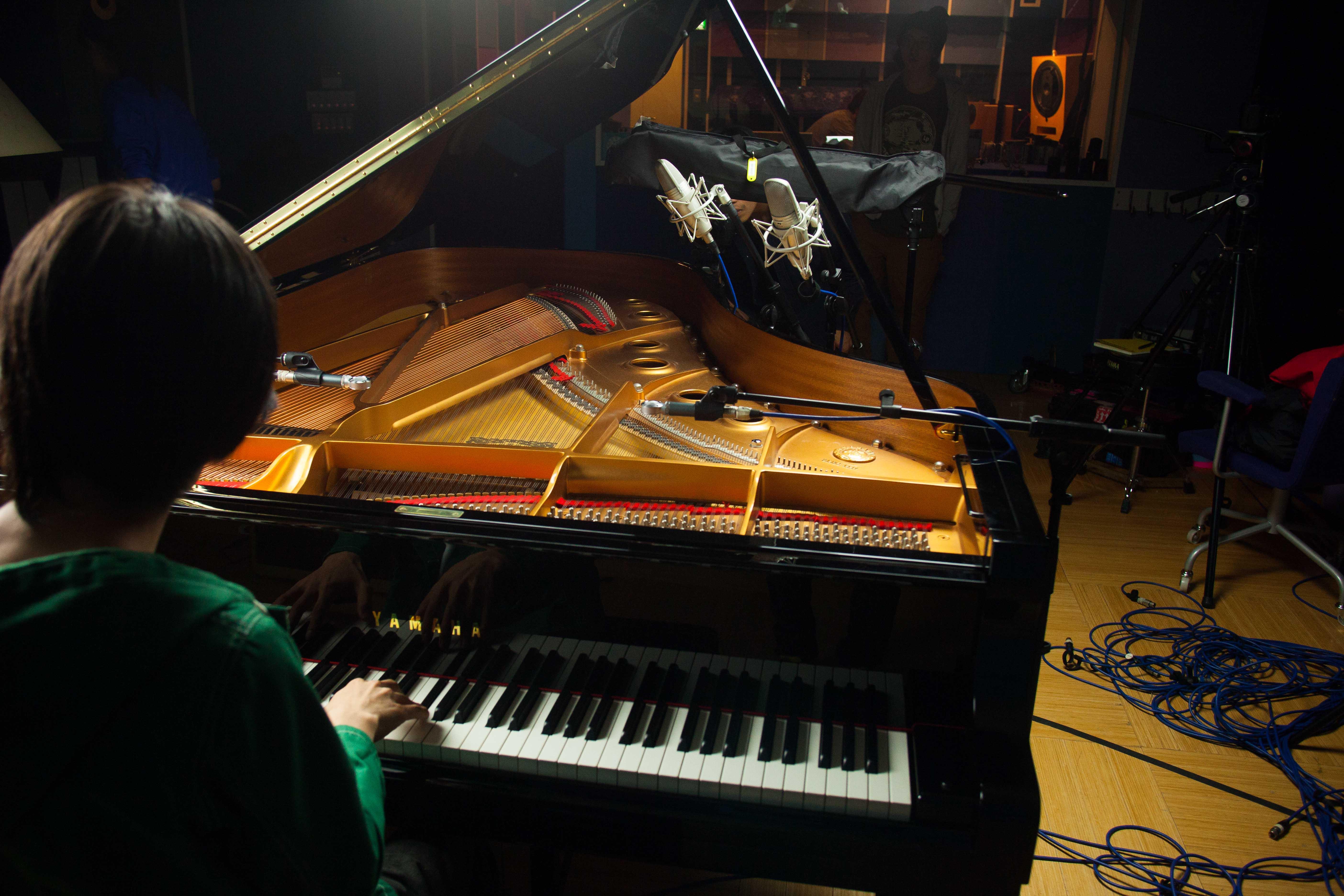 Piano: KSM44A, BETA181 (Cardioid)