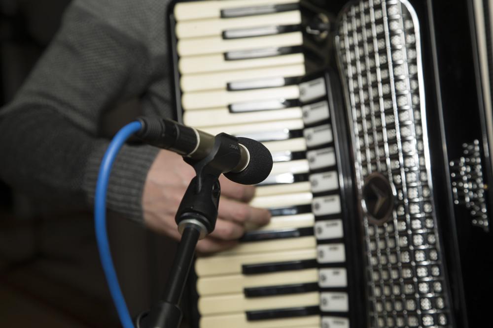 Shure KSM137 Microphone Micing an Accordion