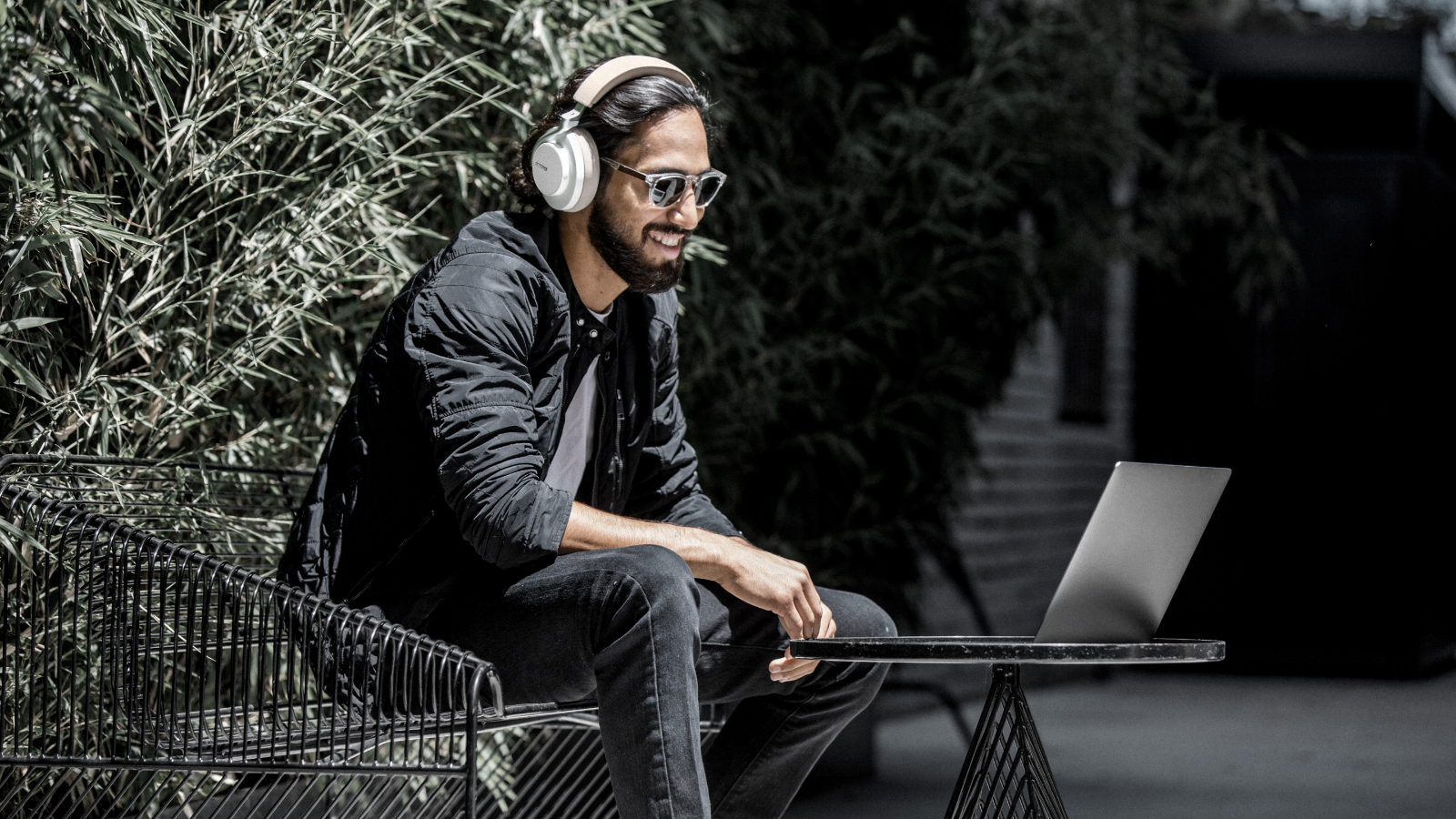 Shure Proves You Can Wear White After Labor Day— AONIC 50 Wireless Noise Cancelling Headphones Debut In A New Color